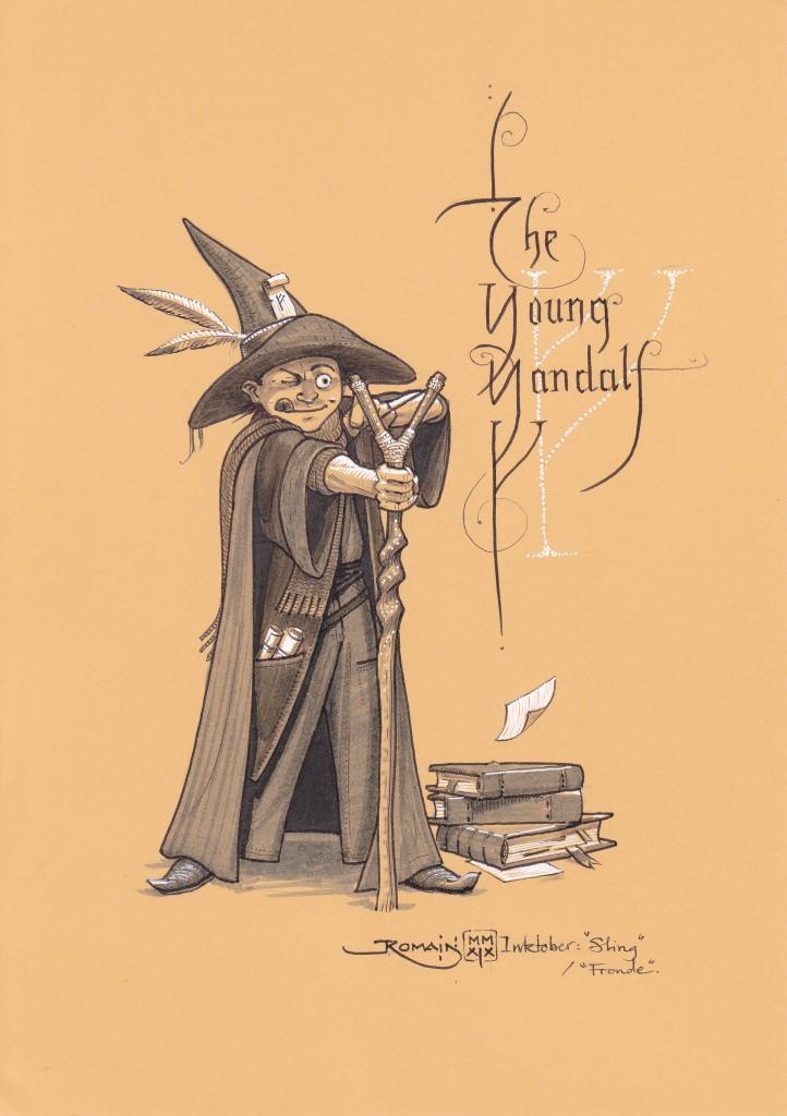 Un garçon en tenue de sorcier a posé sa pile de livres . Son bâton se termine par une fronde avec laquelle il vise quelque chose.